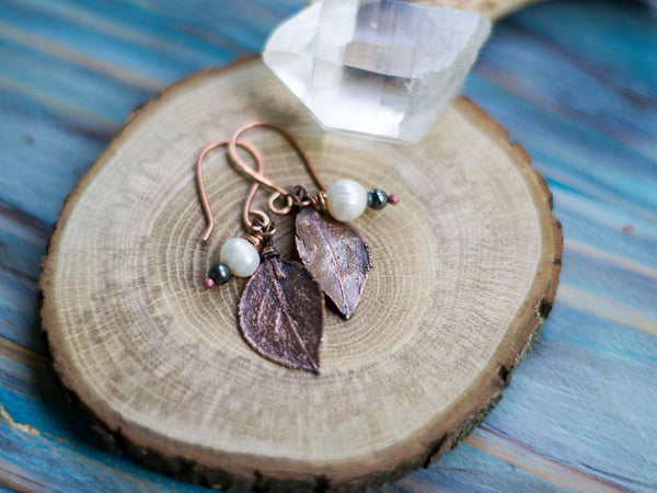 Lona Organic copper earrings with leafs and freshwater pearsl - MoonDome - 3