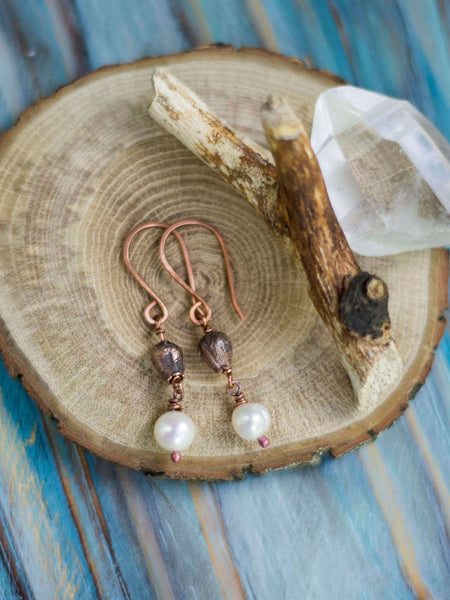 Lona Organic copper earrings with real spring blossoms and freshwater pearsl - MoonDome - 4