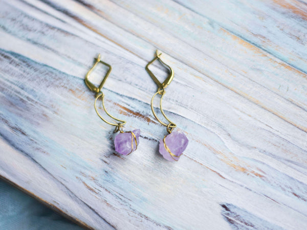 Magia crescent moon brass boho earrings with raw amethyst crystals - MoonDome - 1
