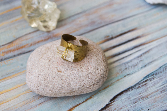 Ooska raw quartz brass ring - MoonDome - 2
