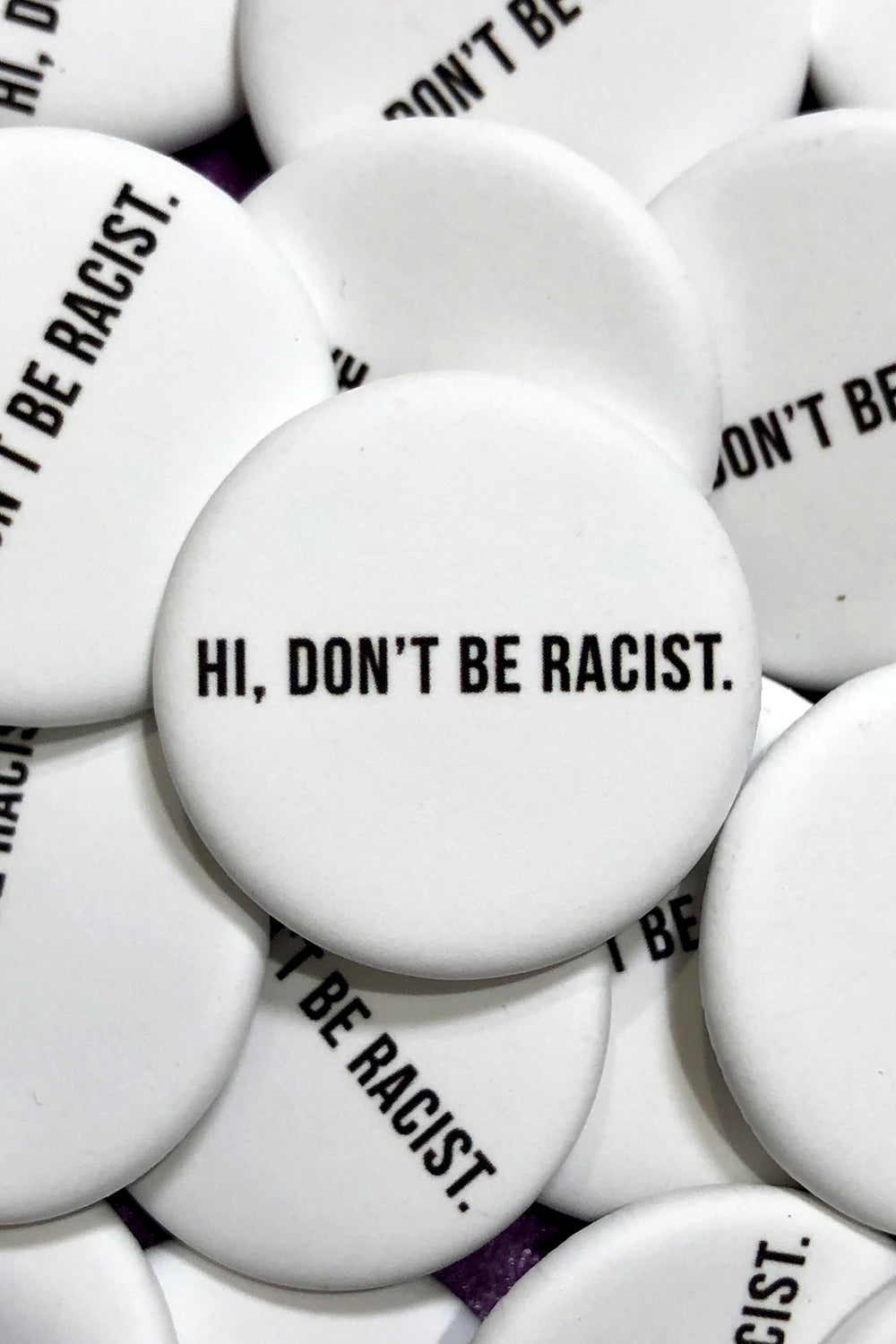 DON'T BE RACIST BUTTON