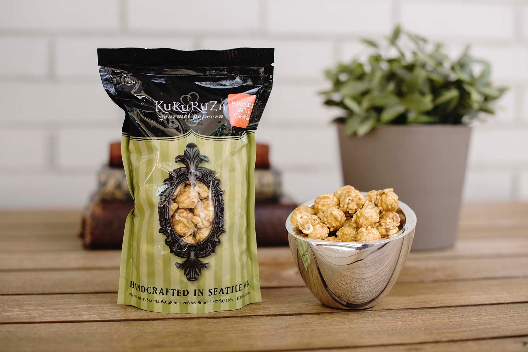 <b>KuKuRuZa Gourmet Hawaiian Salted Caramel</b><br>This is KuKuRuZa's best selling popcorn. This popcorn has a wonderful salty kick in every bite. First sweet, then salty - you've never tasted caramel popcorn like this before!