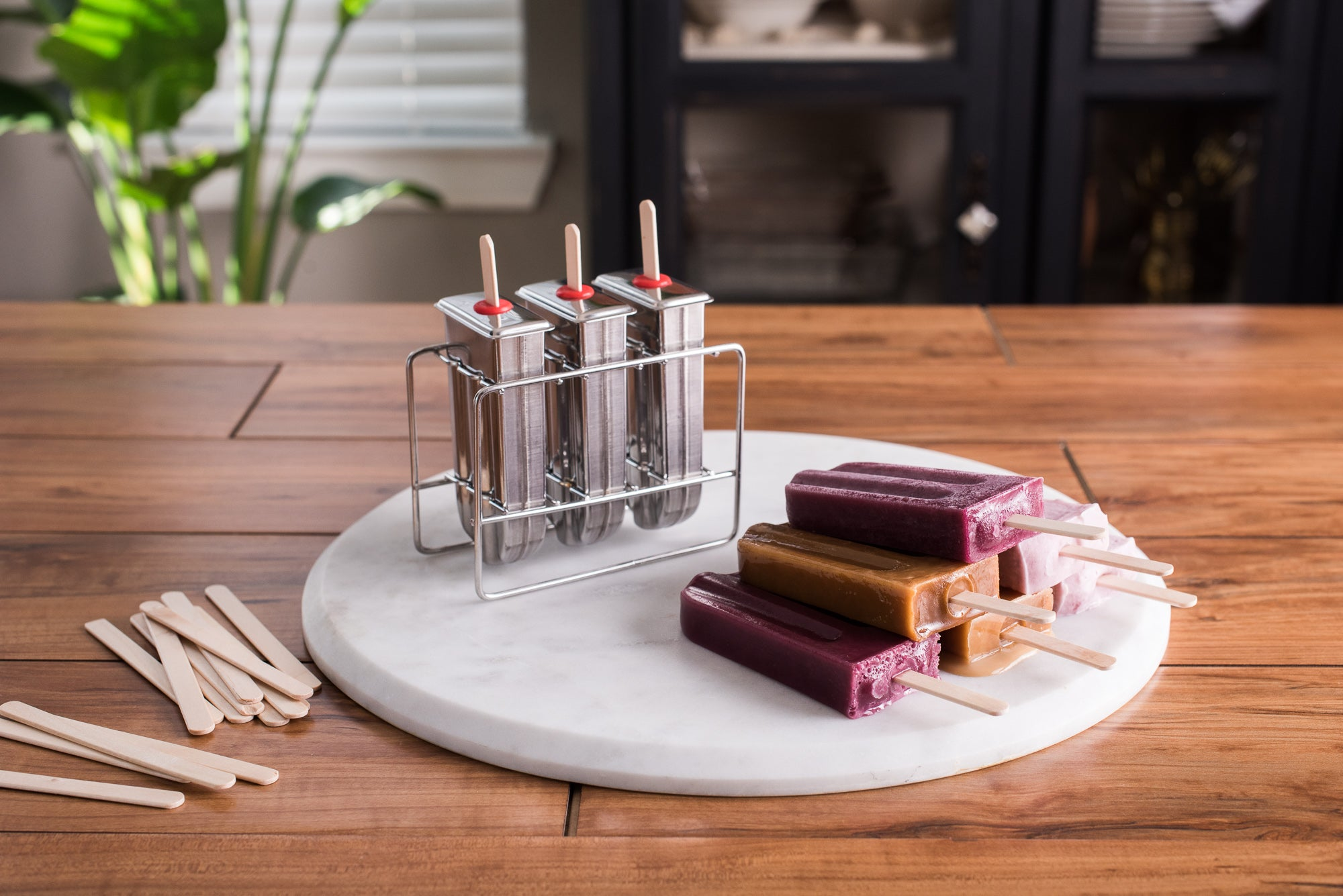 <a target='_blank' href='https://amzn.to/2HcYwiw'>Popsicle Molds with Stand</a>