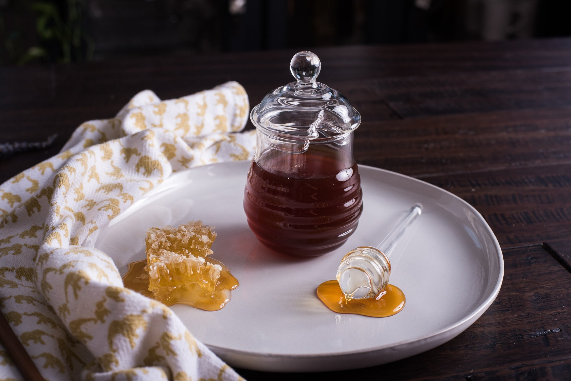 <a target='_blank' href='https://amzn.to/2Pe0hR3'>Glass Honey Jar with Dipper</a>