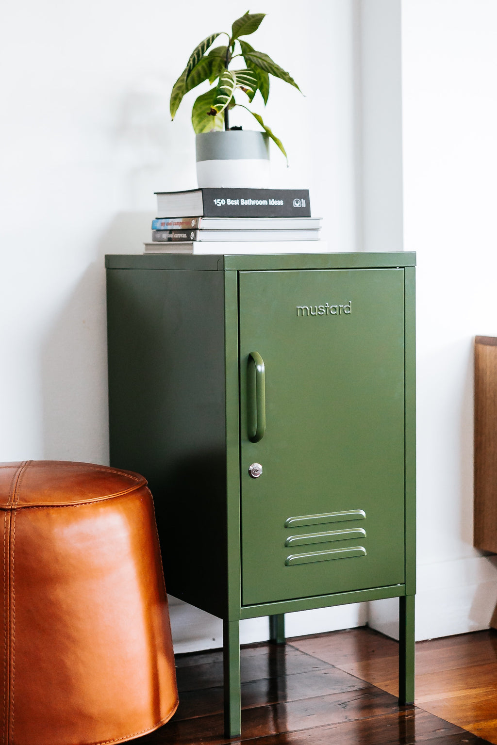 Shorty locker in olive green- right hand opening