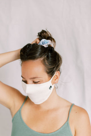 woman wearing organic cotton hannahMASK Beige