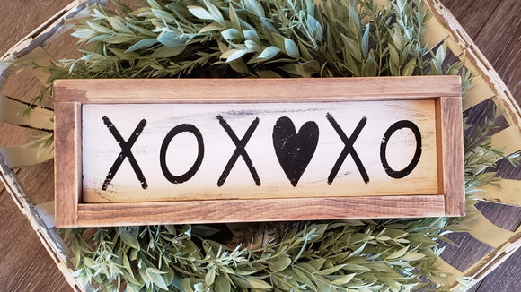 FREE SHIPPING!!!   Wood sign  I  XOXO sign  I  Valentine sign   I    Valentine decor  I  Weddings  I  Love sign  I  Black and White  I  Mini wood sign  I  sign