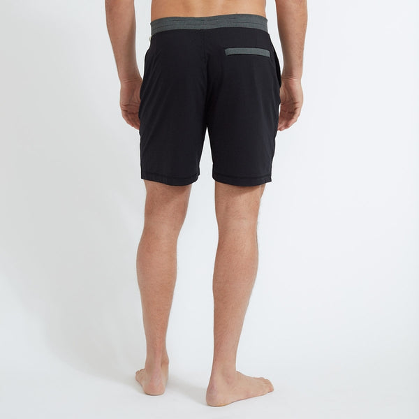 Vuori | Evolution Short | Black