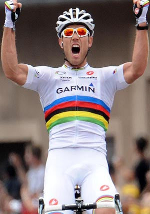 Thor Hushovd wins in the Rainbow Jersey!