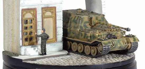 Dragon Models 1/ 72nd Scale Armor Ferdinand w/Zimmerit, s.Pz.Jg.Abt.653 w/Diorama Building #60341