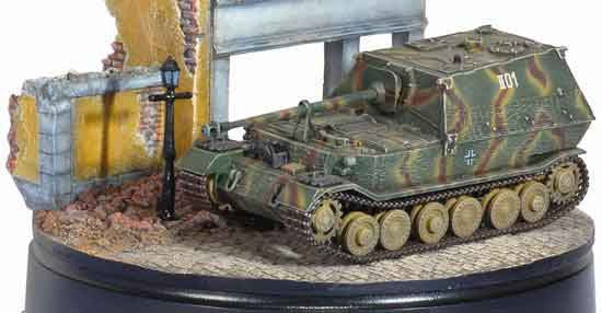 Dragon Models 1/ 72nd Scale Armor  Ferdinand w/Zimmerit, s.Pz.Jg.Abt.654, Eastern Front w/Diorama Building   #60347