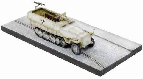 Dragon Models 1/ 72nd Scale Armor  Sd.Kfz.251/10 Ausf.D, Unidentified Unit, Eastern Front 1943 w/Diorama Base #60384