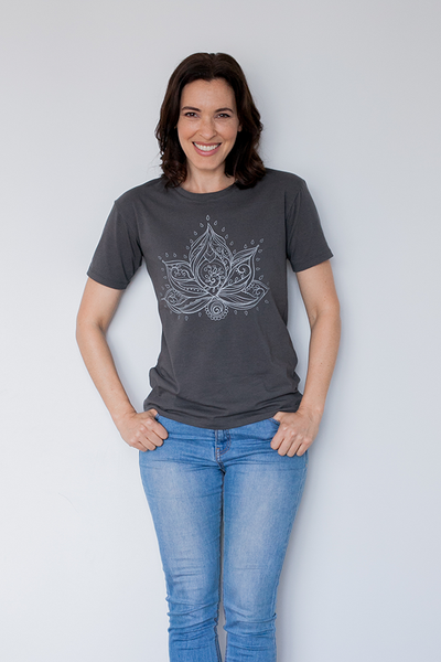 Tshirt with print to suit women with small breats