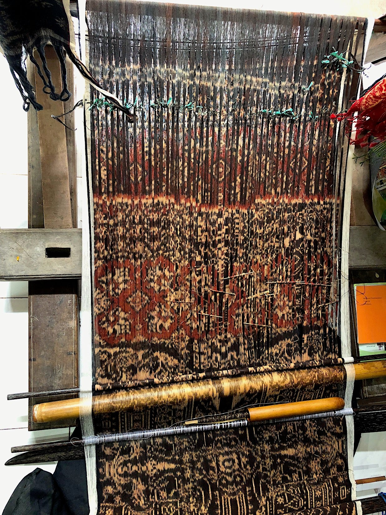 Double-ikat-loom-Pallu-Design