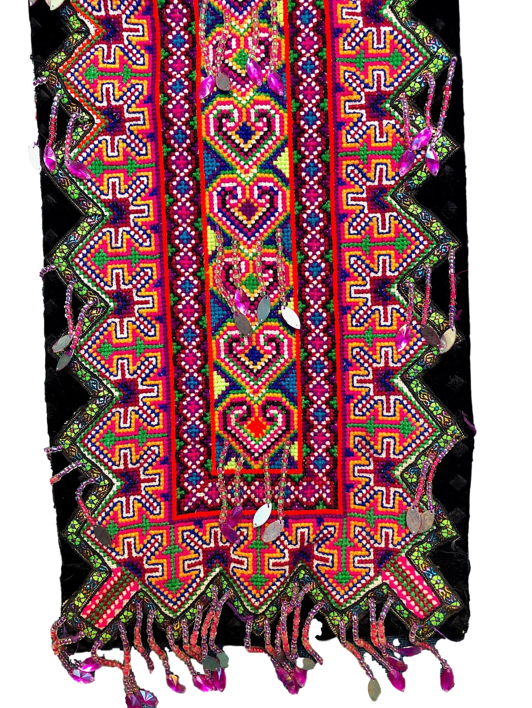 Flower Cloth Hmong fabric - Decor Piece with Beads - Pallu Design