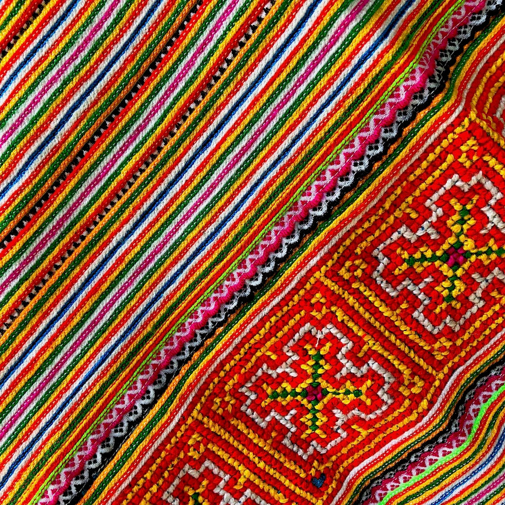 Flower Hmong Fabric for your decor - 2.1 mt - Pallu Design