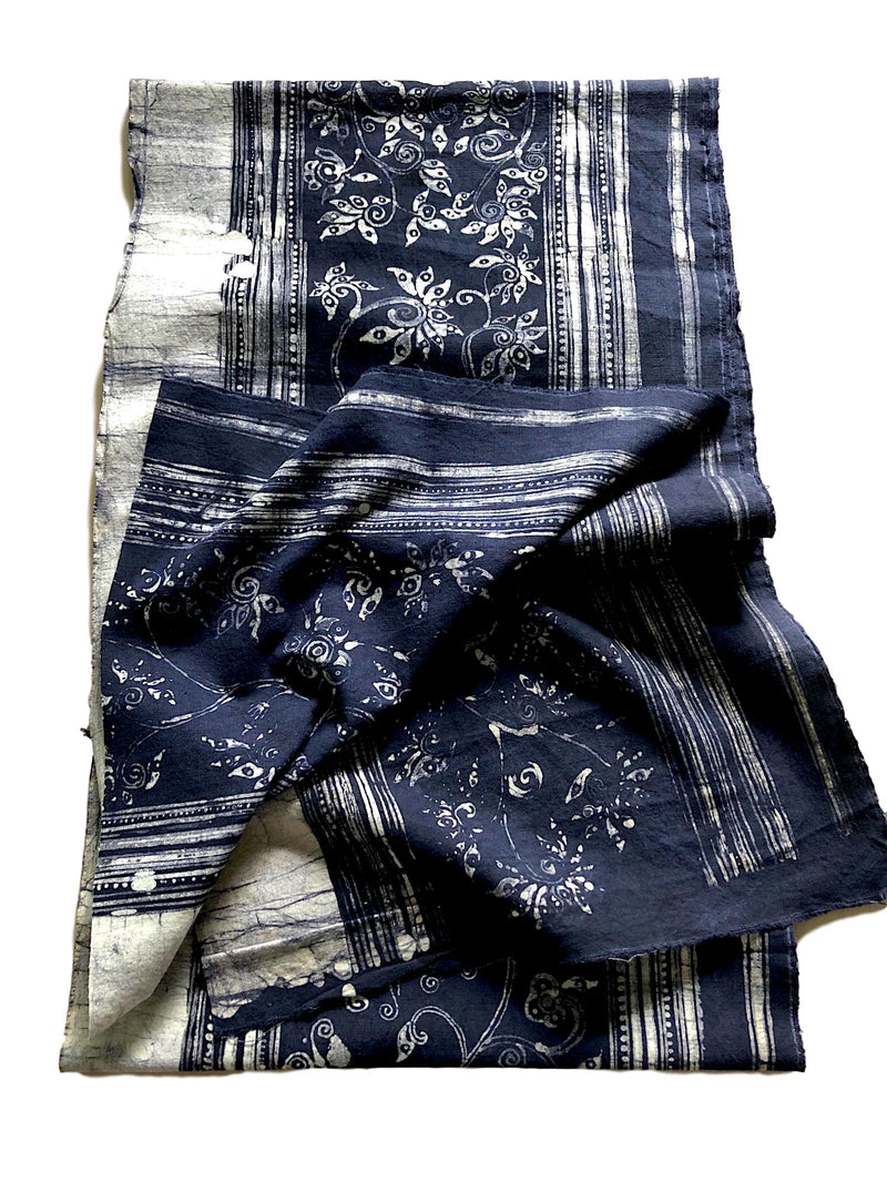 Indigo dyed Hmong fabric for decor: 2.1 mt - Pallu Design