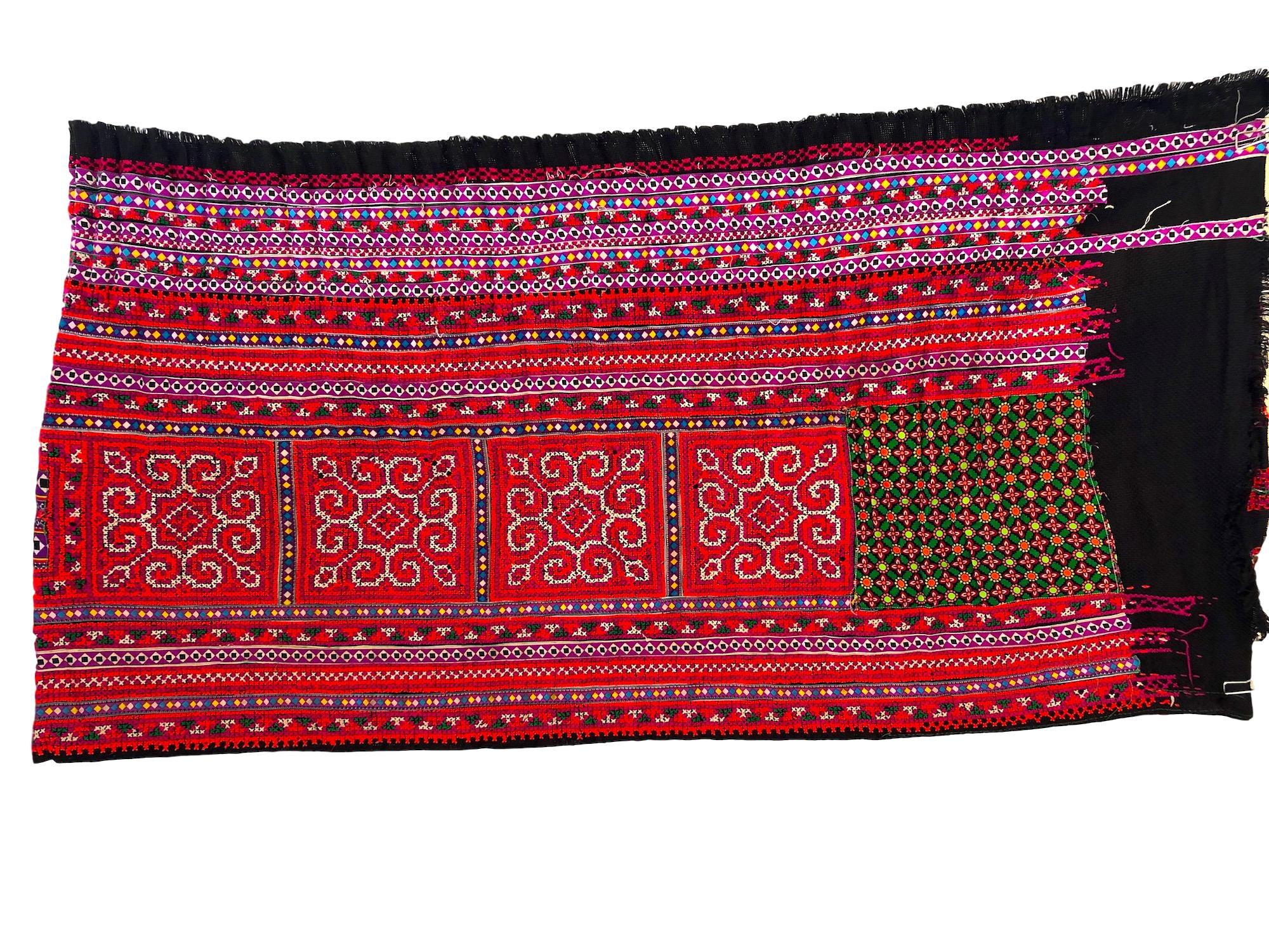 Hmong skirt fabric 2 mt x .5 mt - Pallu Design