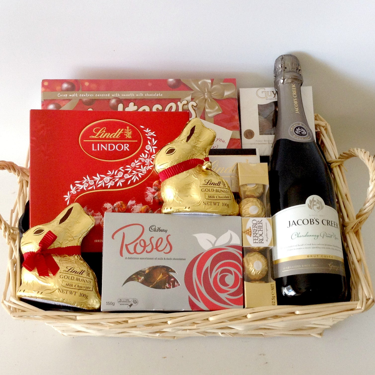 Chocolate gift boxes perth gift hampers perth chocolate baskets chocolate gift boxes perth lindt chocolate gift baskets australia lamoureph negle Image collections