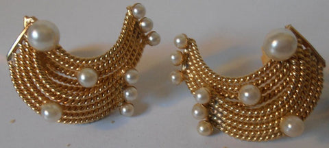 HOBE' Vintage Gold Tone 1/2-Moon Shape Mesh Style with Faux Pearl Clip on Earrings