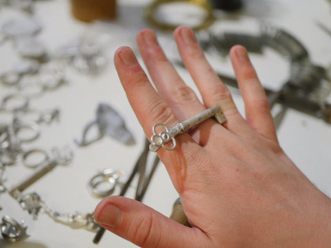 how to make jewellery making masterclass Roz Buehrlen
