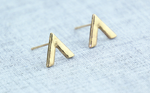 Arrow stud earring