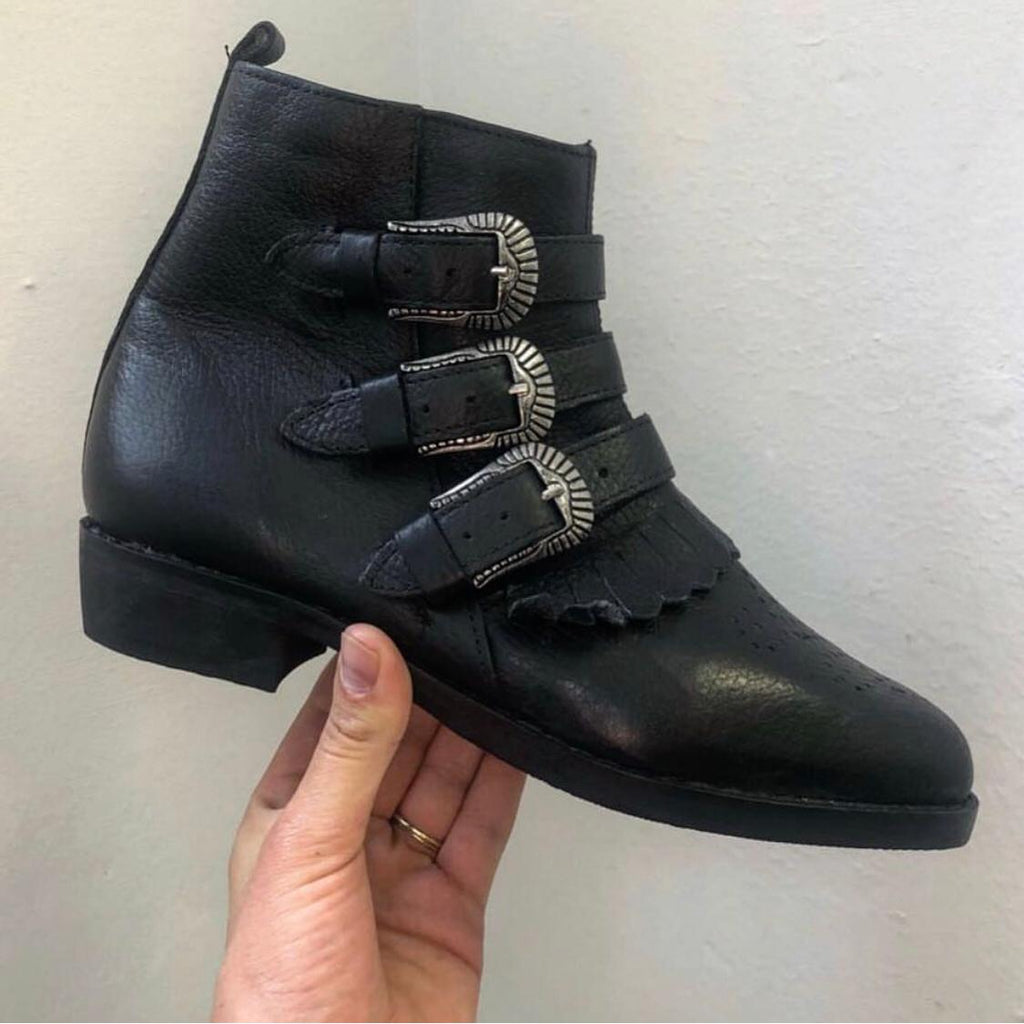 Eve 3 Buckle boot.