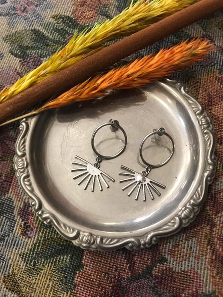 Silver sunny circle earrings