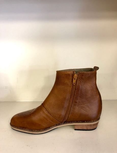 AVA boot in brown