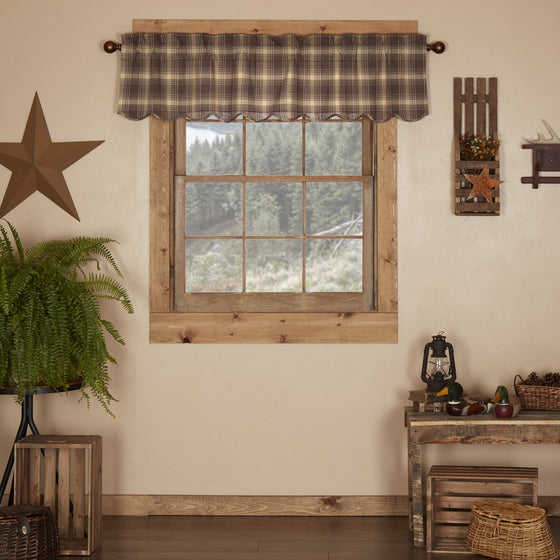 Dawson Star Scalloped Valance