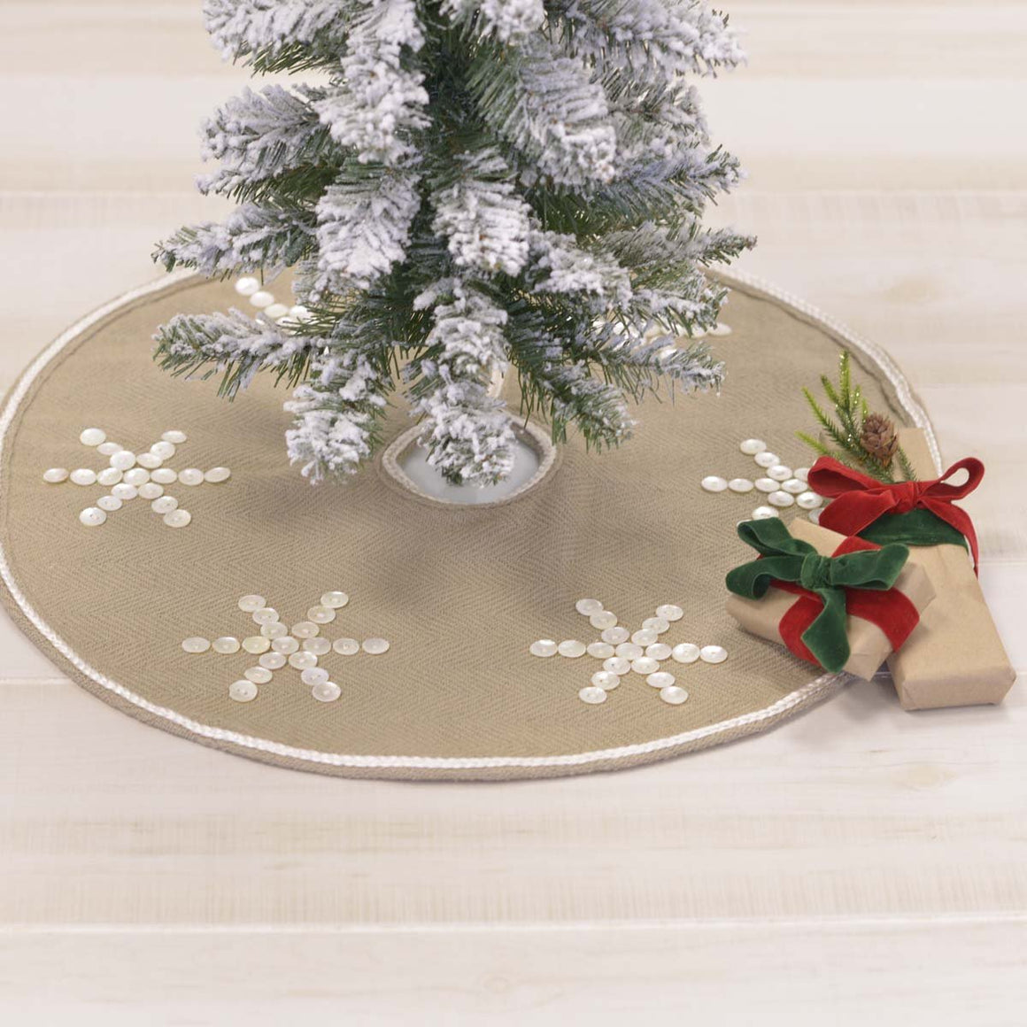 Pearlescent Tree Skirt