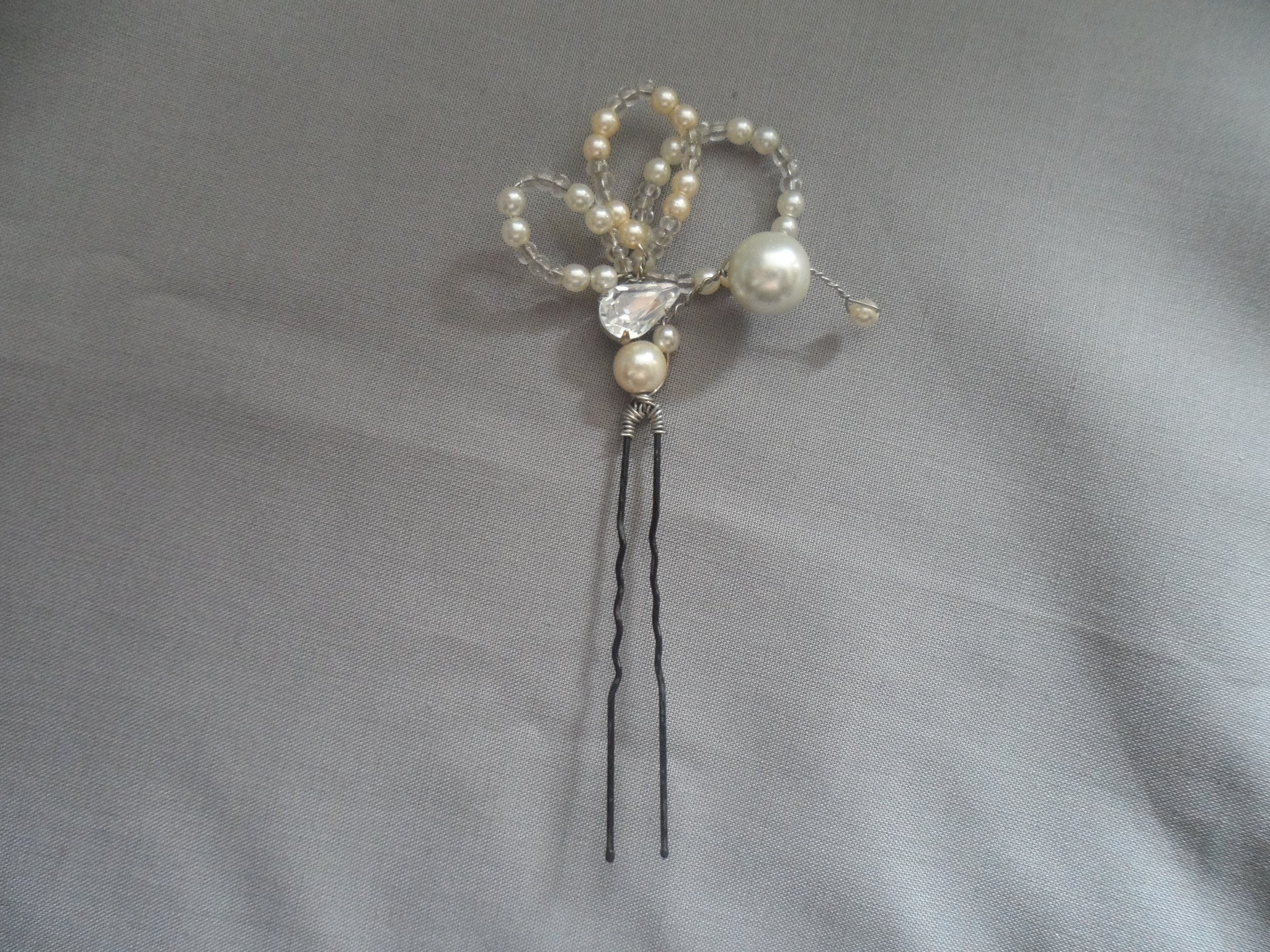 Pearl and crystal leaf shaped pin