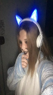 One of Exclusive Offer's Cat Ear Headphone Glowing and flashing buyer selfie