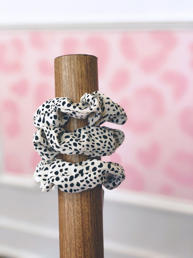 Speckled Dot Scrunchie- White