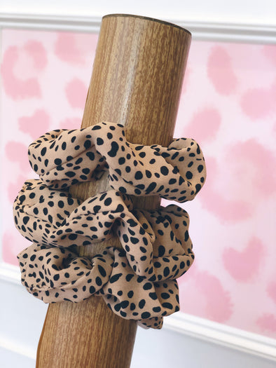 Speckled Dot Scrunchie- Tan