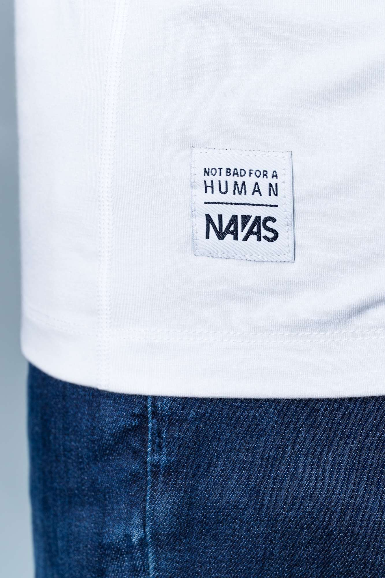 The Navas Lab Vasquez long-sleeve hooded shirt for tall guys in white with woven label detail. The perfect tall slim shirt for tall and slim guys looking for style and comfort.
