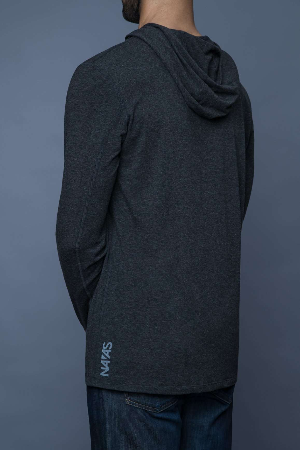 The Navas Lab Vasquez Microstripe long-sleeve hooded shirt for tall guys in Charcoal mix. The perfect tall slim shirt for tall and slim guys looking for style and comfort.