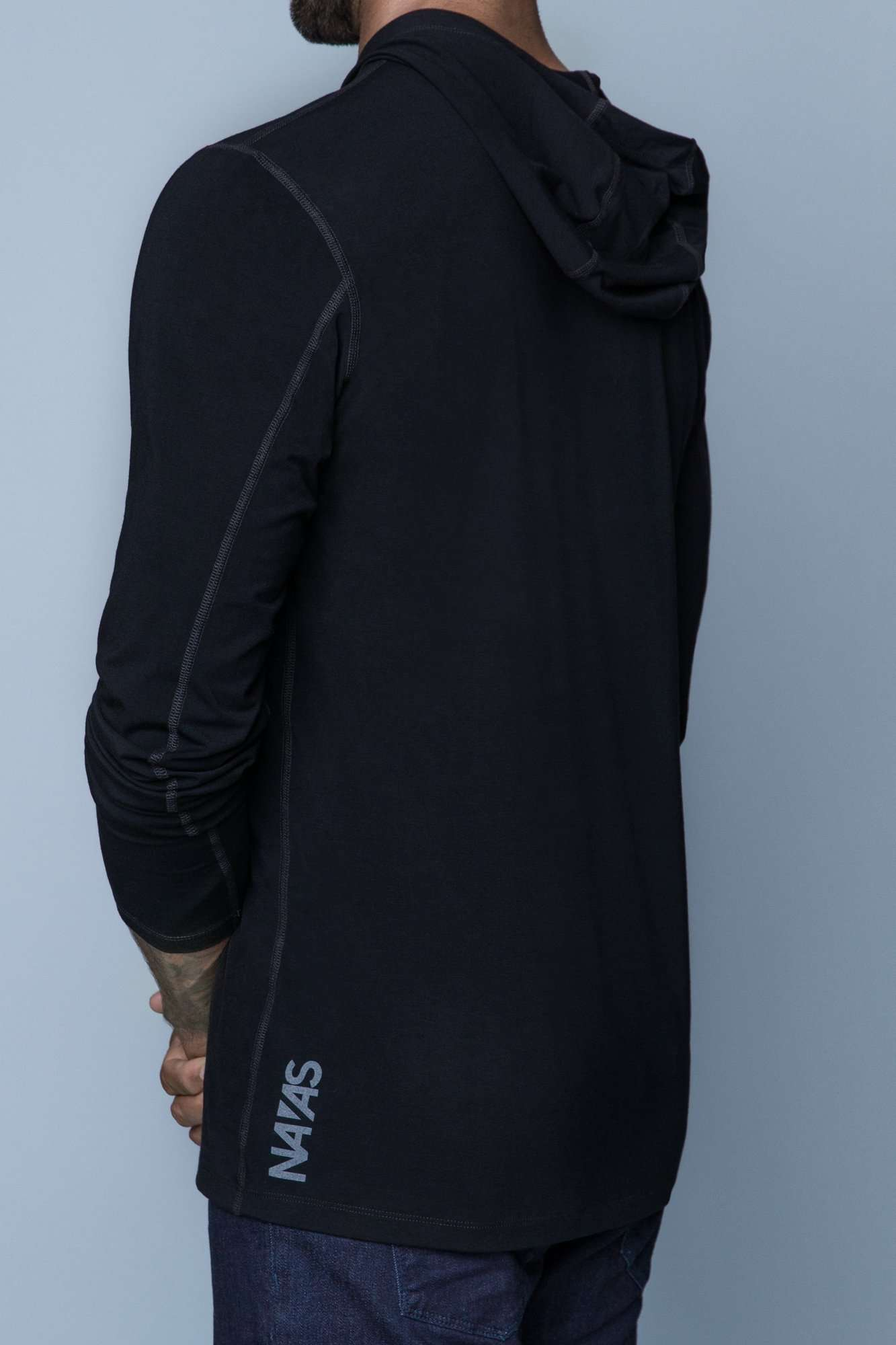The Navas Lab Vasquez 2020 long-sleeve hooded shirt for tall guys in black. The perfect tall slim shirt for tall and slim guys looking for style and comfort.