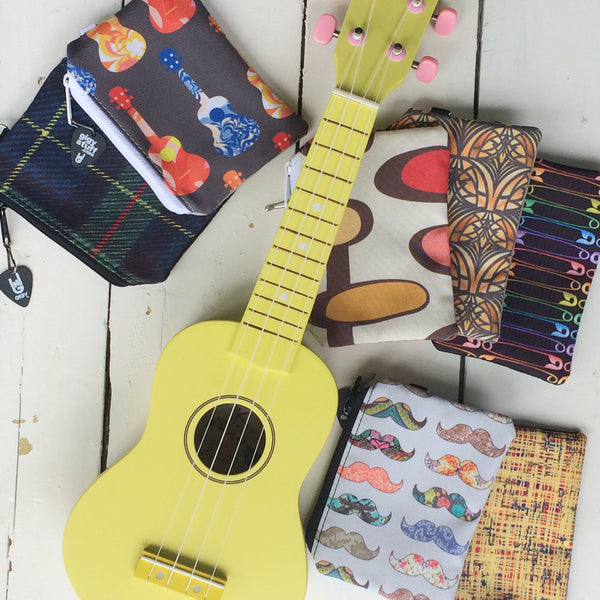 Yellow Beginner Ukulele with Blue GiGY Gig Bag and choice of Mini Pote
