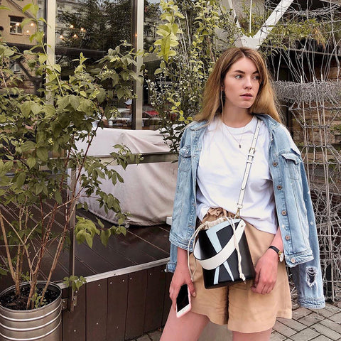 esemble seen on Alina Dowżenko SS19 Serra Bucket Bag Black-Fog_28062019