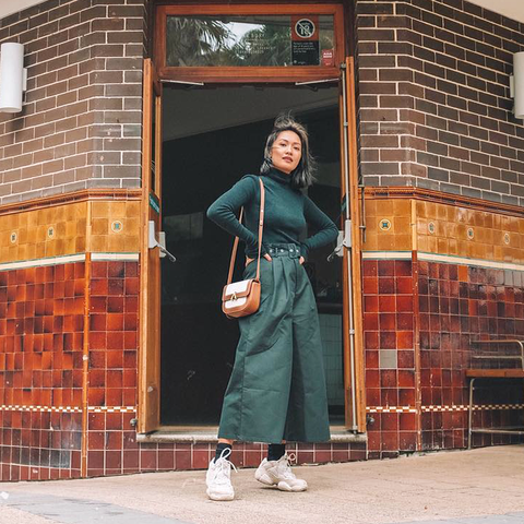 esemble seen on laureen uy aw18 park shoulder bag in canvas-brown