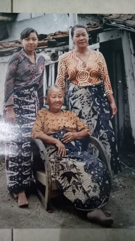Linna with her mother and grandmother, the proud batik artisans of East Java