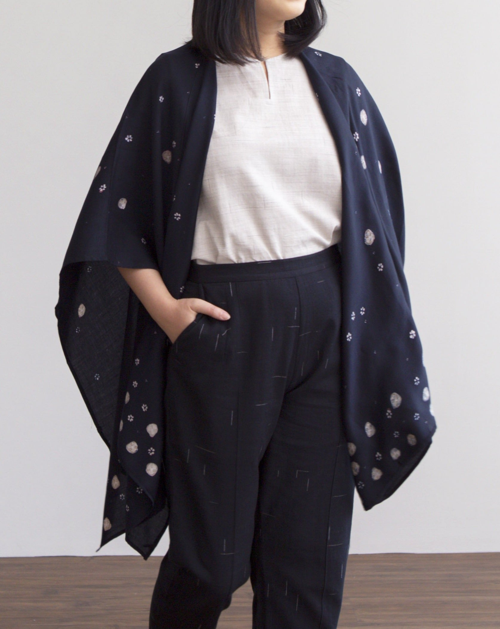 SERIBU BUNGA Midnight - Sylk Throw