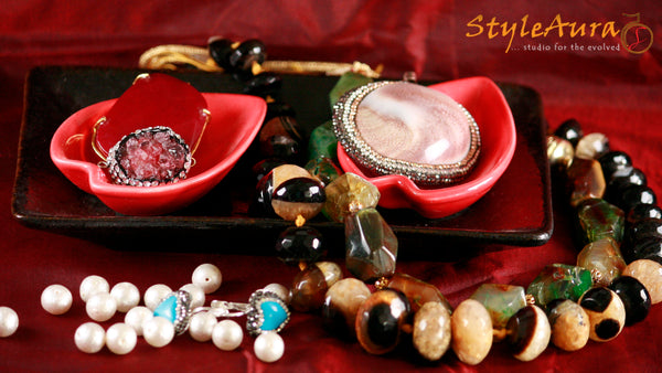 StyleAura - 10 Must Have Natural Gemstones for Your Ensemble - Amber, Agate, Onyx, Quartz, Jade, Turquoise, Amethyst, Druzy, Pearl, Gomti