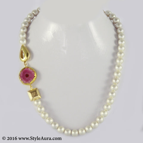 Textured White Pearl string with side Gold plated beads and Pink Druzy in Gold frame 1