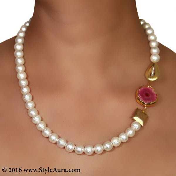 Textured White Pearl string with side Gold plated beads and Pink Druzy in Gold frame 2