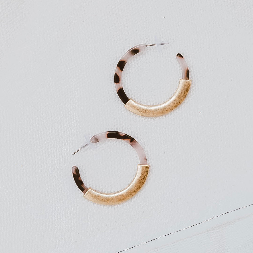 sable and dixie  RUMI HOOP WHITE TORTOISE AND GOLD earrings - the clothing edit