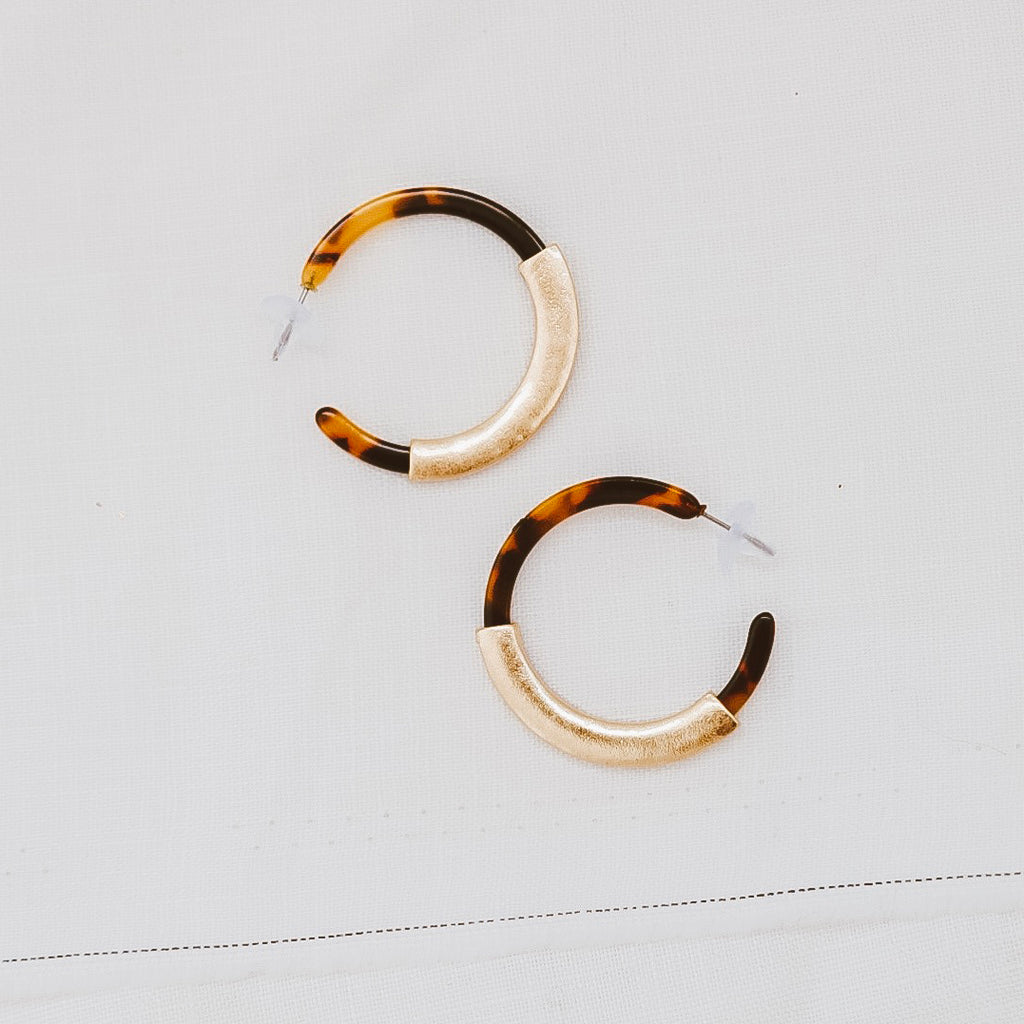 sable and dixie  RUMI TORTOISE HOOP earrings - the clothing edit