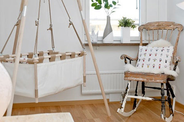 A Cradle or a Crib, which one should you choose?