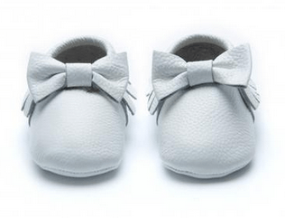 MOCKIES - THE BOW WHITE
